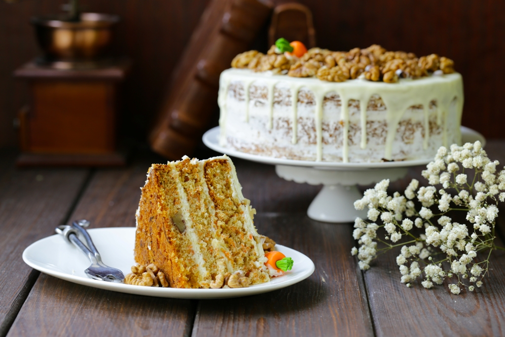 Super Moist Carrot Cake With Frosting